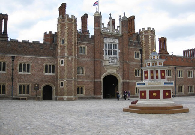 Hampton Court Palace guided tour